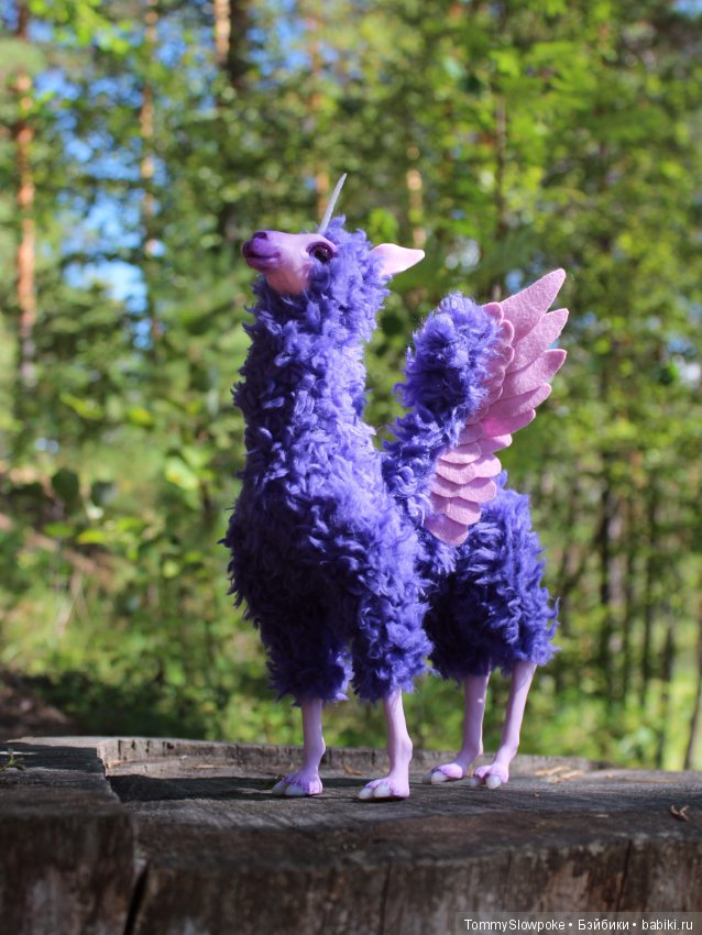Unicorn Llama - A winged lama unicorn